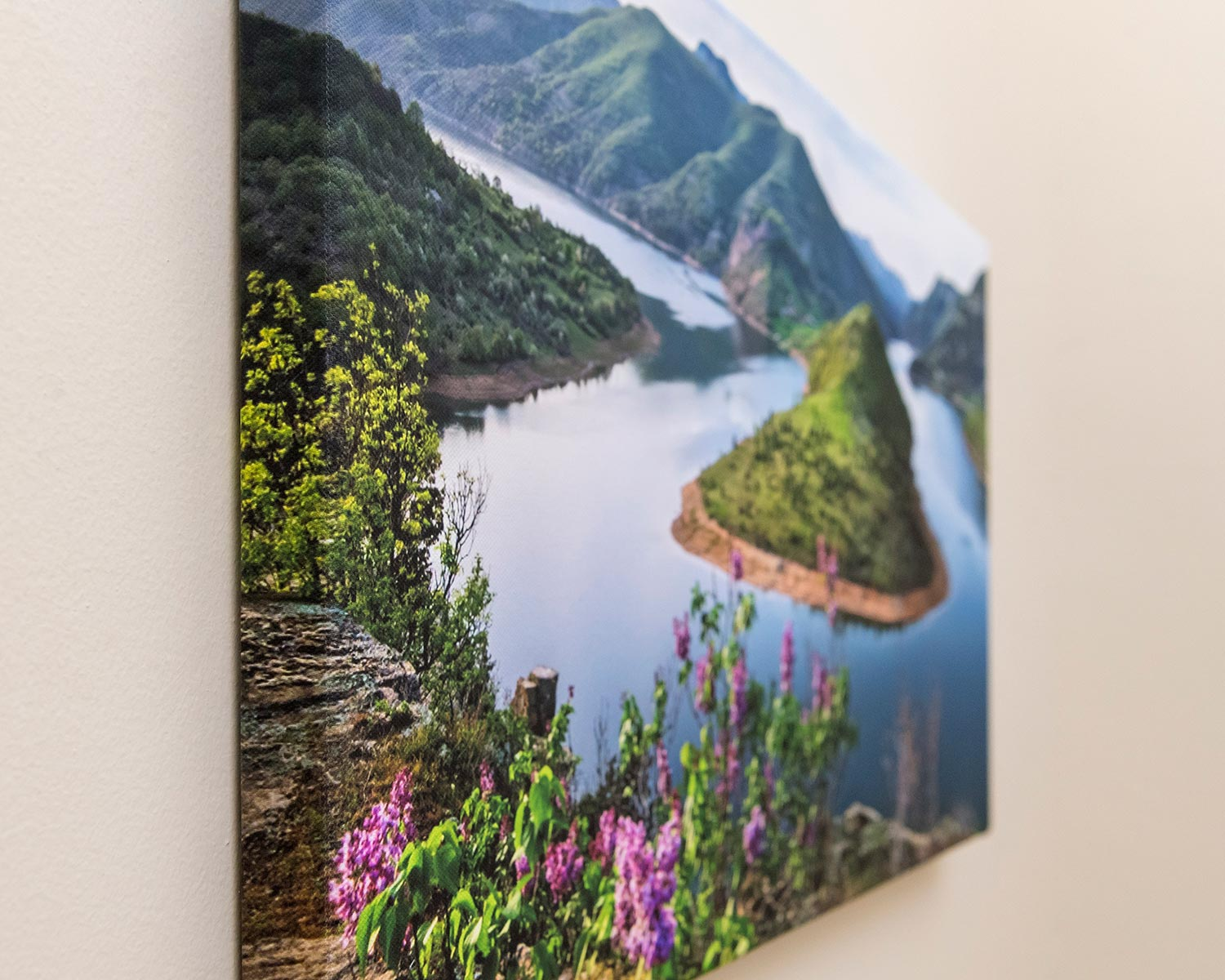 Canvas with image wrap
